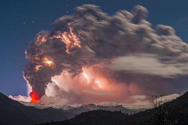 erupted-volcano-chile-francisco-negroni-5-660x438