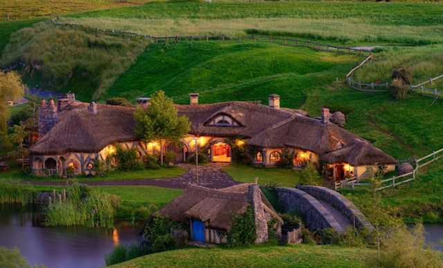 Hobbiton Village, Lord Of The Rings movie location in New Zeland, by Weta Workshop